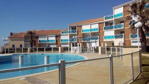 photo de résidence avec piscine